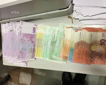 Митничари откриха скрити над 400 бона в дамска чанта на границата с Турция