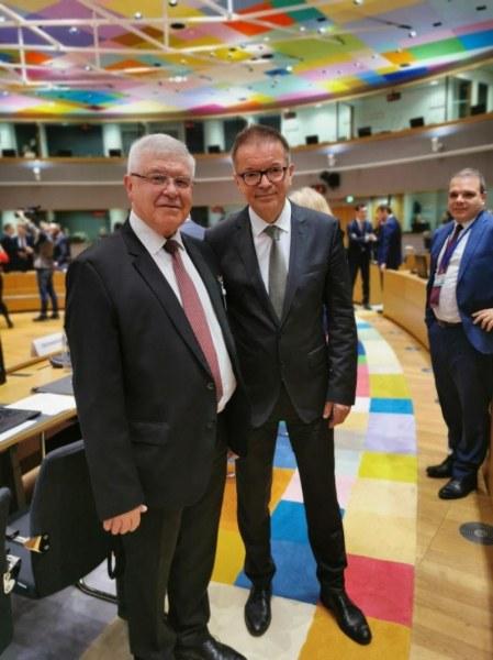 Министър Ананиев: България е въвела ефективни мерки срещу коронавируса