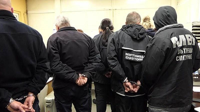 """Митничарите от """"Калотина"""" остават за постоянно в ареста"""