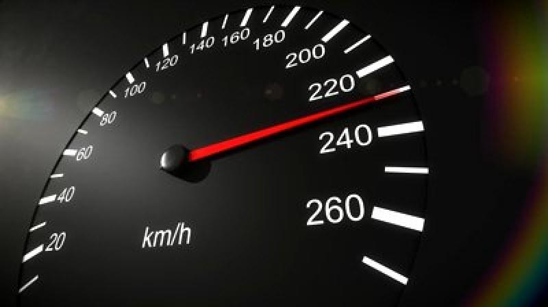 Шофьор на БМВ профуча със 176 км/ час в Шуменско
