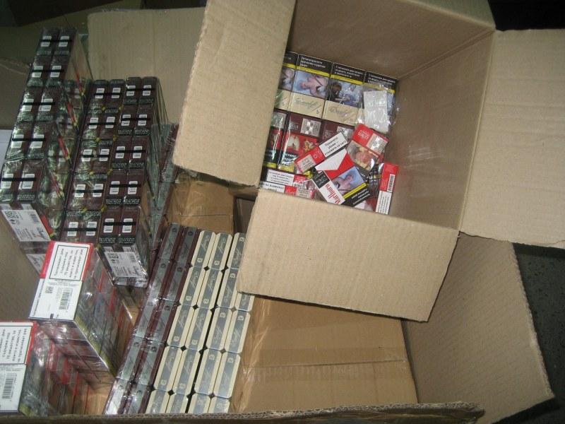 Задържаха над 3 000 кутии с цигари на границата ни с Румъния
