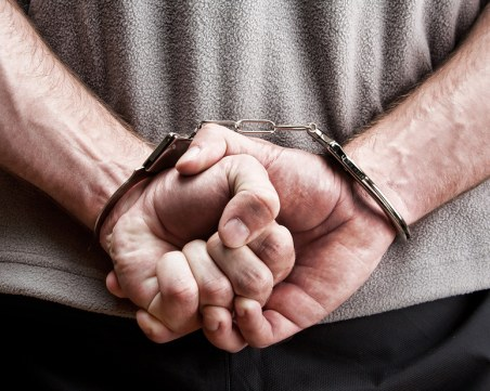 Двама откраднаха бельо и маратонки от хипермаркет в Пещера