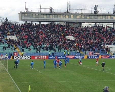 Счупен нос, двама изгонени, греда и ялово реми на Левски - ЦСКА