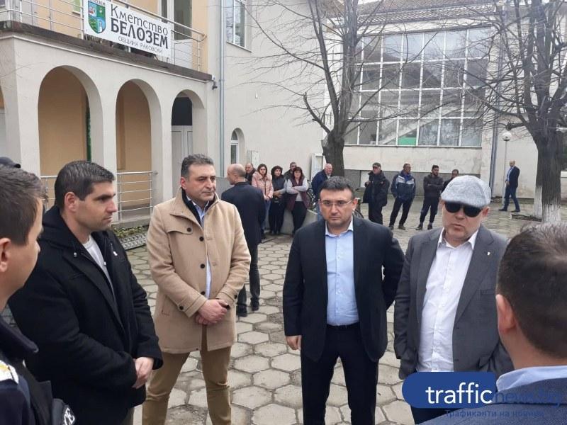 Кметът на Калофер събира колеги и отива при главния прокурор