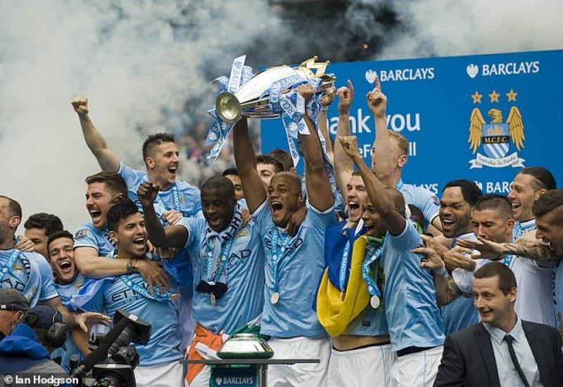 Отнемат титла на Манчестър Сити