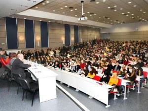 Стотици желаещи да учат в Медицински университет-Пловдив