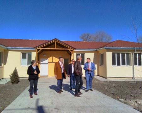 """Кметът на община """"Родопи"""" инспектира строежа на детска ясла в село Ягодово"""