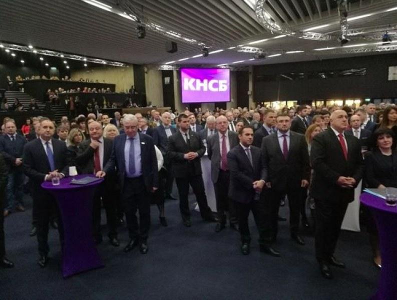 След напрежението: Борисов и Радев маса до маса на рождения ден на КНСБ