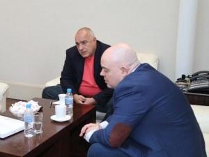 Гешев: Радев, Борисов и Каракачанов да не си правят вятър с устата