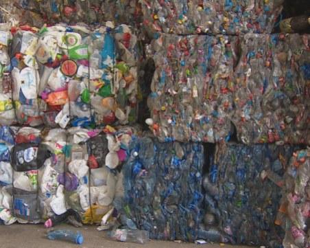 60 вагона с боклуци от Англия пристигнаха във Враца