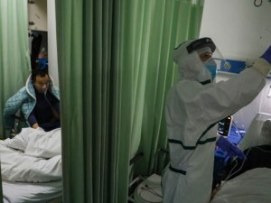 Шефът на болница в Ухан почина от коронавирус