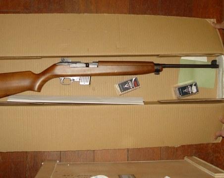 Откриха оръжие и криминална регистрация в офис на Васил Божков
