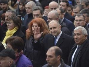 Грозни сцени от шествието на президента Радев - освиркаха Фандъкова