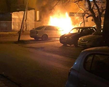 Автомобил пламна в Пловдив, пламъците застрашават съседни коли