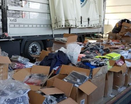 Хилядиреплики на дрехи световноизвестни марки бяха задържани на ГКПП