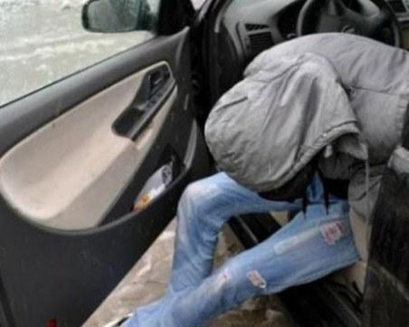 Замаян от канабис и амфета седна зад волана, униформени го спипаха в Пловдив