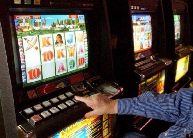 Осъдиха обирджиите на казиното в Карлово, пистолетите им били детски играчки