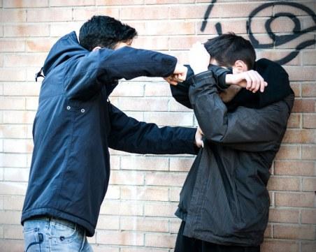 13-годишно момче е пребито жестоко от деца! Поръчала го негова съученичка