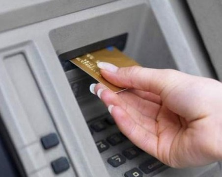 28-годишна от пазарджишко село източи дебитната карта на пенсионер, арестуваха я