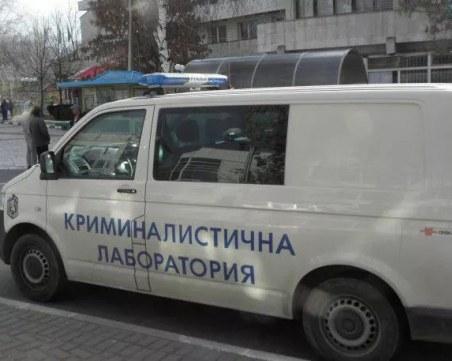 Кола помете две жени на тротоар в Хасково
