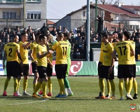 Юноша смени Лазар Марин в групата на Ботев за мача с ЦСКА