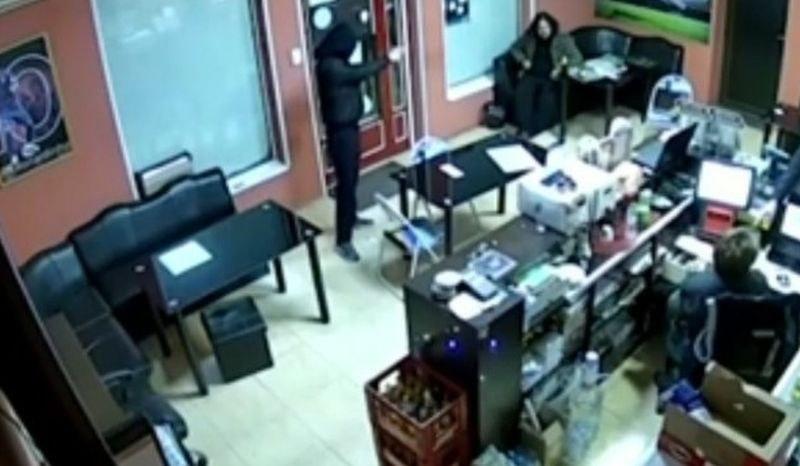 Двама обраха куриерски офис край Пазарджик, единият – вече с обвинения