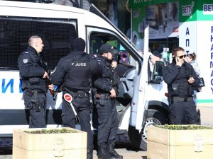 Гардът, влязъл в екшън с полицаи - прострелян в слабините и гърба