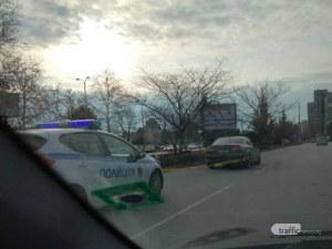 Кола осъмна оградена с лента в активната лента на Пловдивски булевард