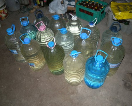 170 литра алкохол без бандерол откриха в дома на възрастна велинградчанка