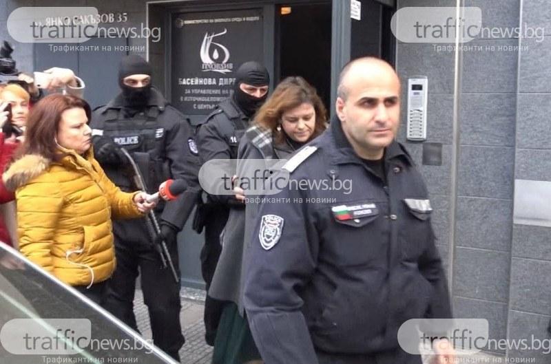 Изведоха с белезници шефката на Басейнова дирекция