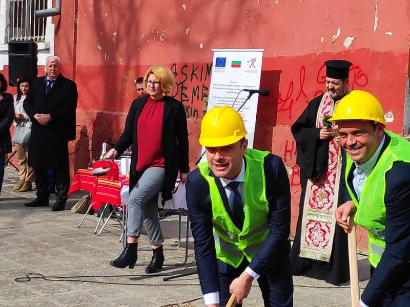 Зам.-кмет на Пловдив ще строи нова детска градина, но знае ли, че няма изпълнител?
