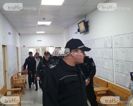 Доведоха с белезници в съда шефове и сводници на еротичния клуб в Пловдив