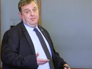 Каракачанов за ареста на басейновата шефка: Качулки с автомати срещу жена с писалка?! Не може така