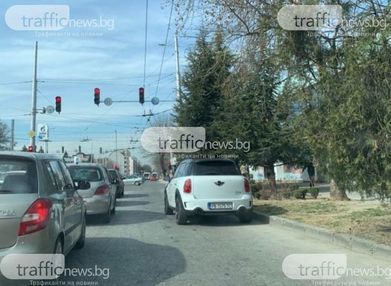 Нулева толерантност! Шофьор от Пловдив паркира в кръстовище