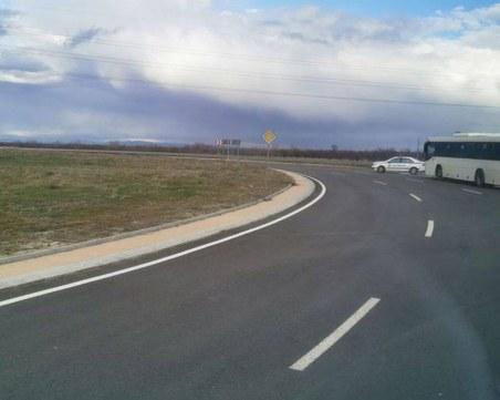 Кола и автобус се блъснаха на кръговото за Долни Воден