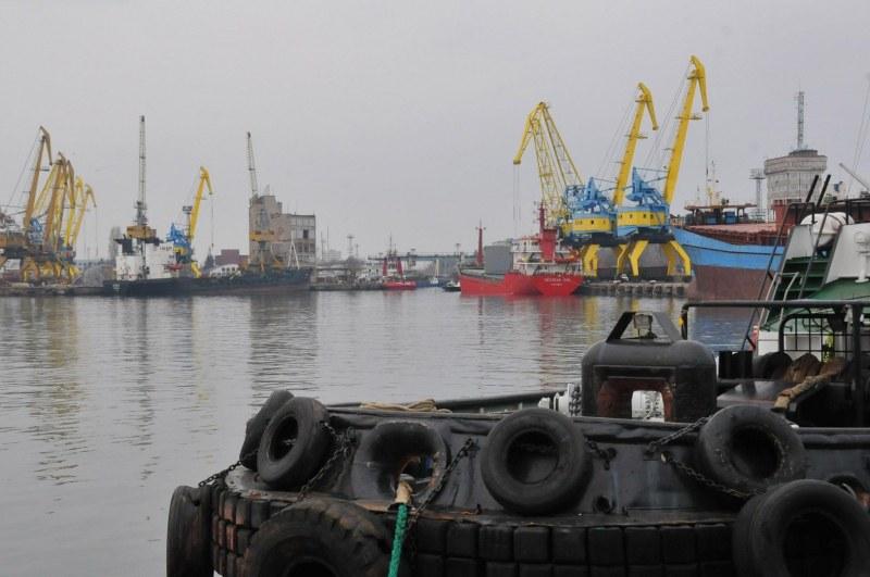 Италиански кораб под карантина в Бургас