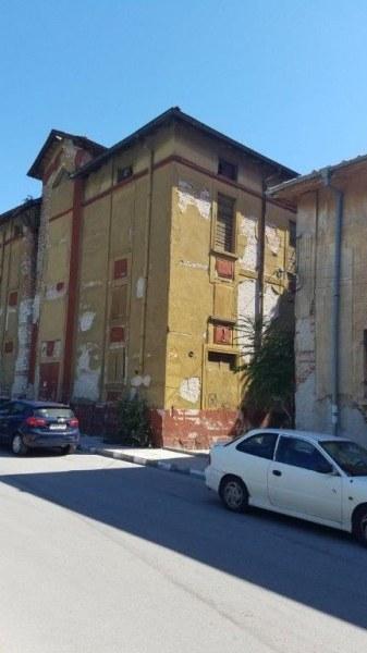 Крах на индустрията: Пуснаха на търг и Тютюневия склад в Асеновград