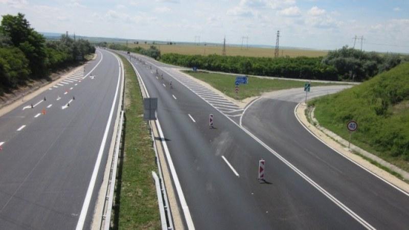 Премиерът: Изваждаме 115 км пътища от обхвата на тол системата
