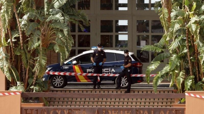 Пуснаха 130 души от блокирания заради вируса хотел в Тенерифе
