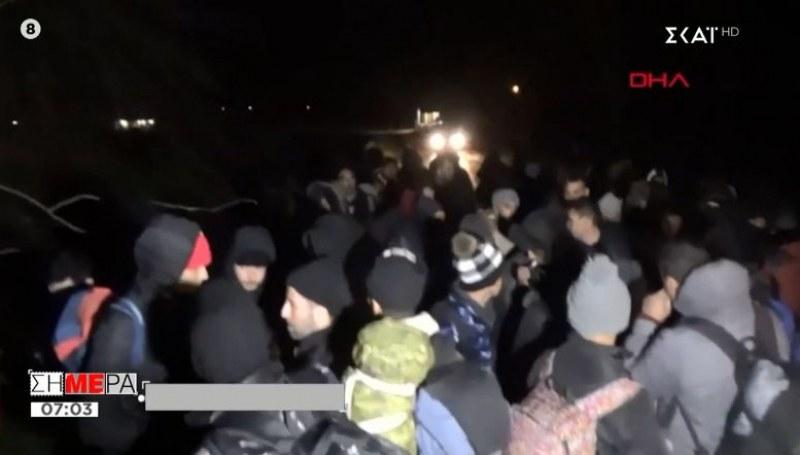 Десетки бежанци на пункт Капъкуле! Искат да влязат в България