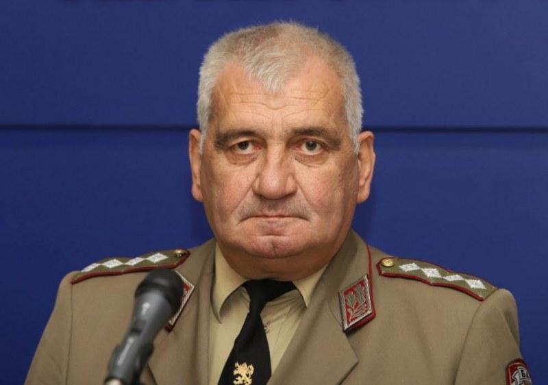 Каракачанов отмени всички събития в армията в почит на ген.Боцев
