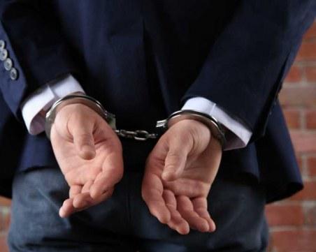 Арестуваха адвокат за блудство с малолетни