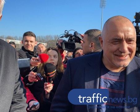 Посрещнаха Борисов на Лаута с тениска за 12 милиона