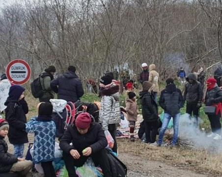 Все повече мигранти от Турция се струпват на границата с Гърция