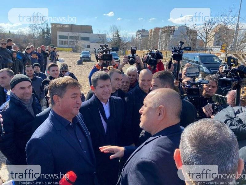 Премиерът към феновете на Ботев: Назначавам ви за строителен надзор