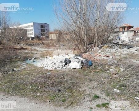 Директорът на пловдивската гимназия, чийто двор се превърна в бунище: След всяко почистване, пак е по старо му