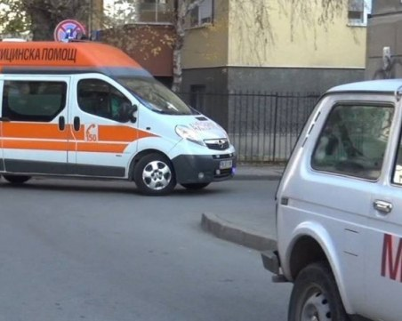 Порше се вряза в шкода, пешеходец загина намясто