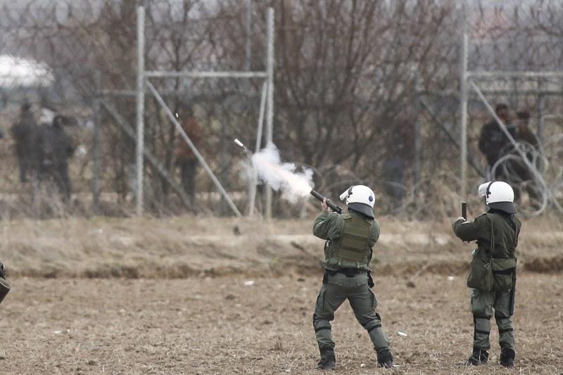 Гранати със сълзотворен газ полетяха на търско-гръцката граница