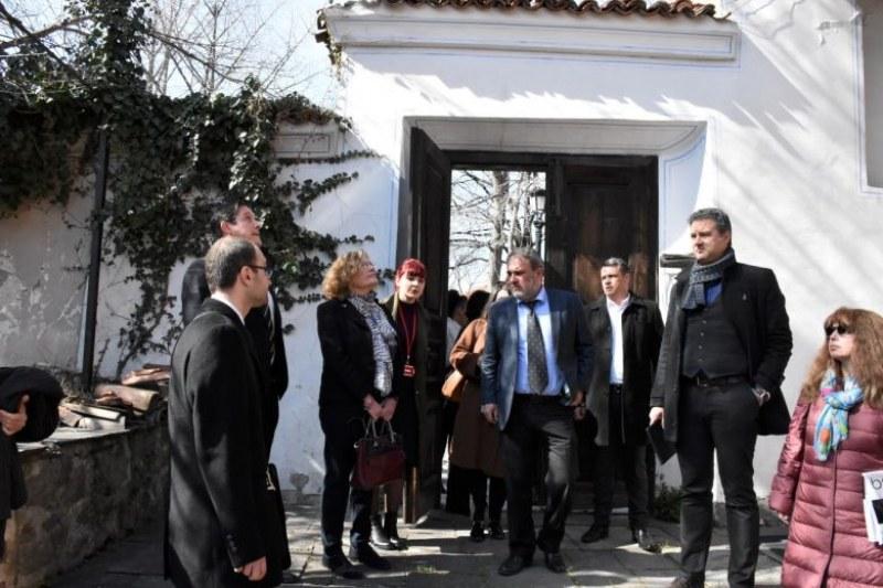 От Пловдив: Френският посланик покани Боил Банов на среща за изложбите в Лувъра