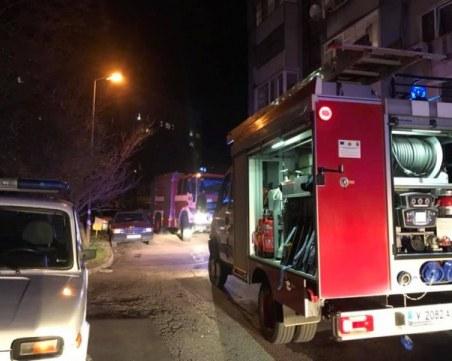 Апартамент избухна в пламъци в Ямбол, жена е блокирана от дима